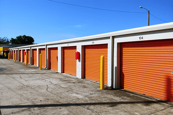 Small drive-up storage units in a row & Kissimmee FL Self Storage - Dyer Blvd 34741 | Personal Mini Storage